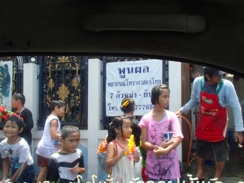 バンコクのソンクラーンをタクシー内から撮影