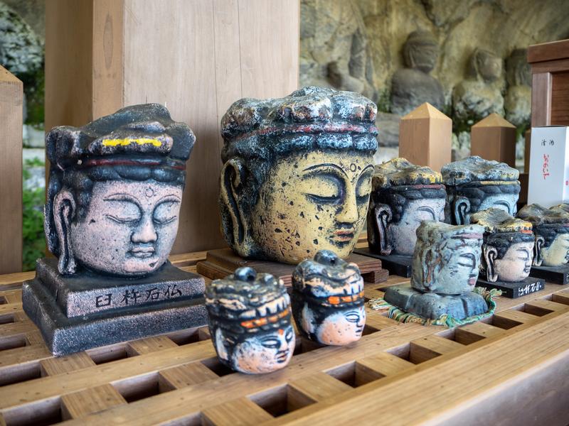 臼杵市の臼杵石仏にある頭だけの仏像