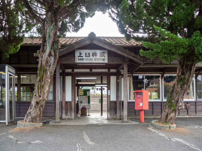 臼杵市にある上臼杵駅の木造の駅舎