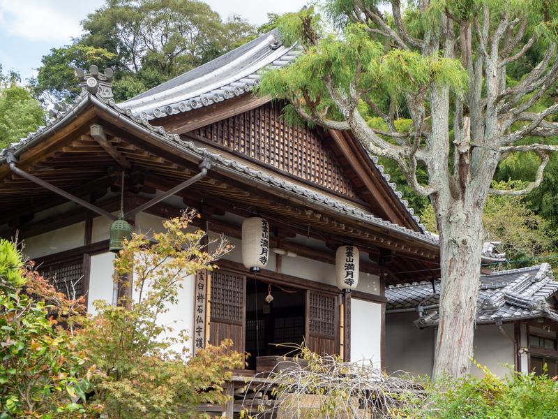 臼杵市の臼杵石仏の近くにある満月寺の本堂
