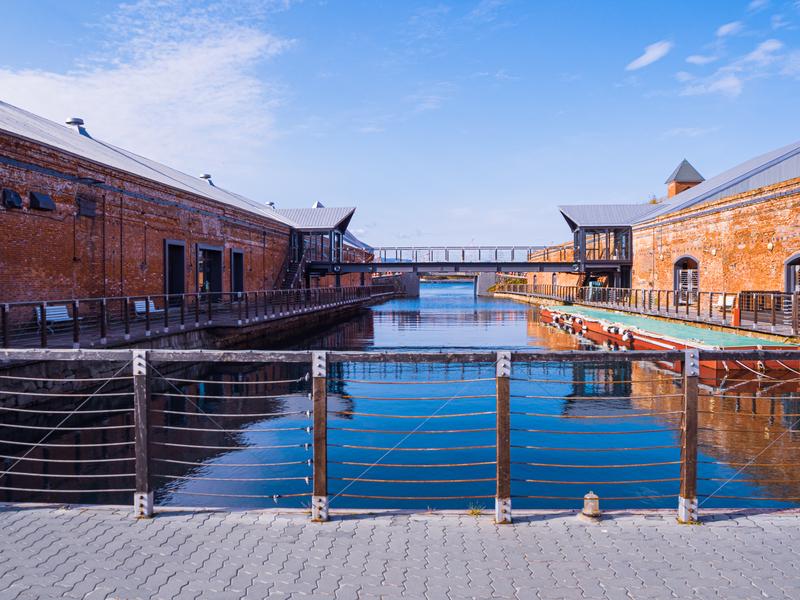 金森赤レンガ倉庫群の奥から眺めた七財橋