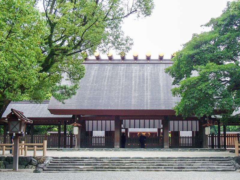 名古屋市にある熱田神宮本宮を正面から見たところ