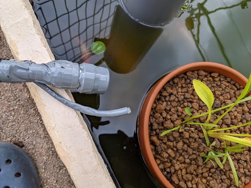 庭池のろ過装置(給水ホースとエアチューブ)