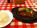 昼食は神田グリルでハンバーグステーキを食べました。