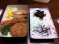 昨日の夕食は和幸の詰合せ弁当でした。