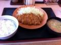 昼食はかつやでロースかつ定食を食べました。