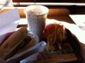 昼食はロッテリアのエビバーガーです。