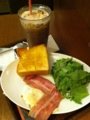 上島珈琲店の厚切りベーコンエッグを食べました