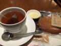 ホットレモンティーとボーロで軽め昼食します。