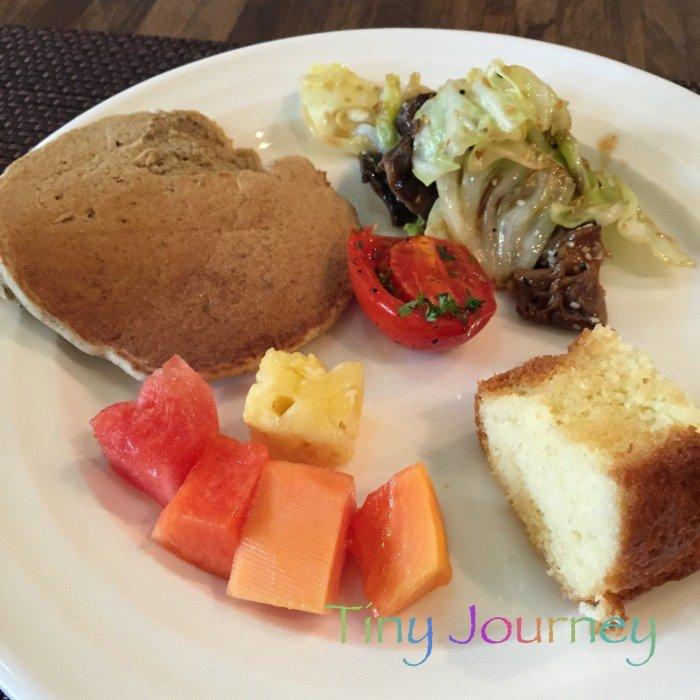 ホテルの朝食ビュッフェの皿