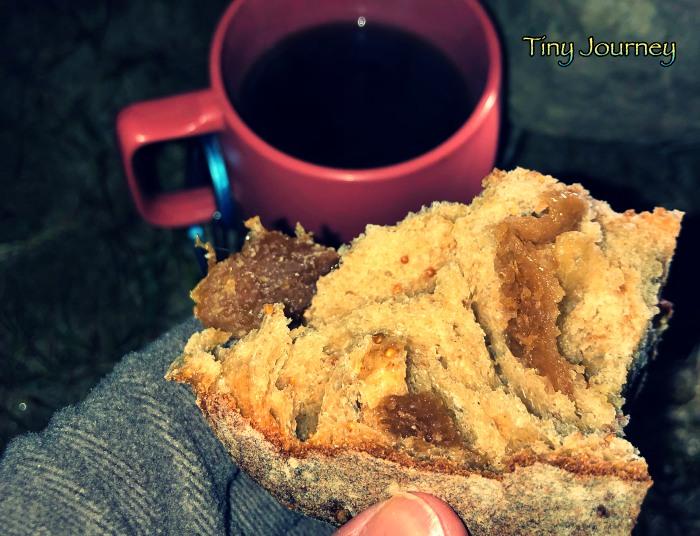コーヒーと白いちじくパン
