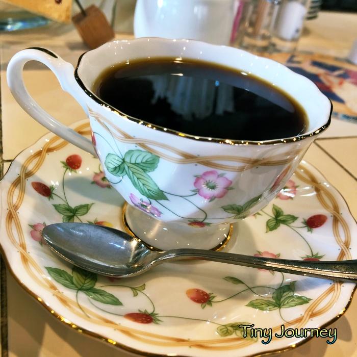 いちご柄のコーヒーカップ