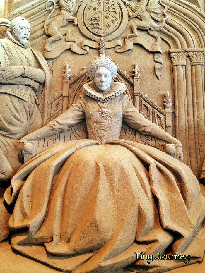 数年前に鳥取砂丘の砂の美術館で展示されていたエリザベス女王