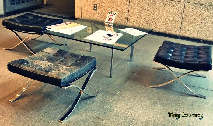 埼玉県立近代美術館のロビーにあるバルセロナチェア