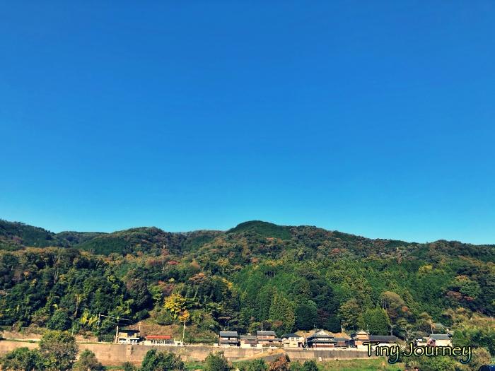 すっきりした天気とキャンプ場から見た周りの山