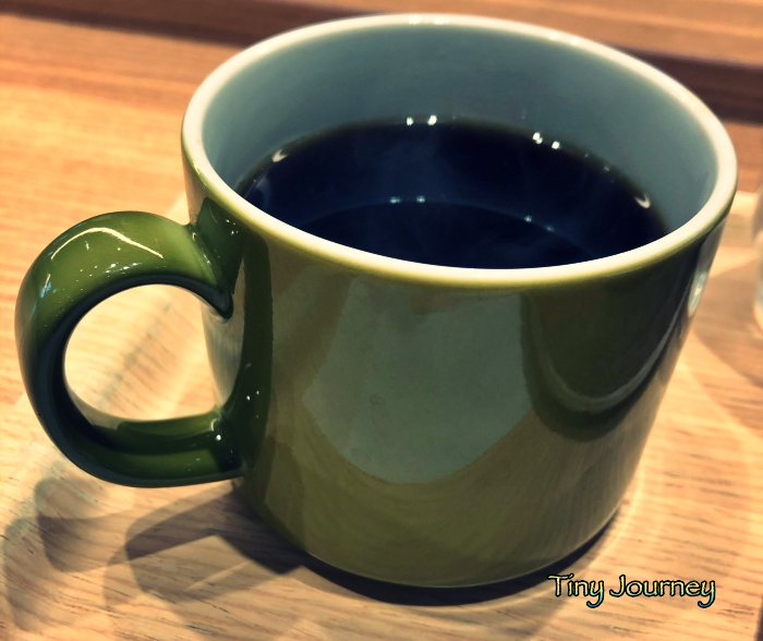 グリーンのシンプルなコーヒーカップ