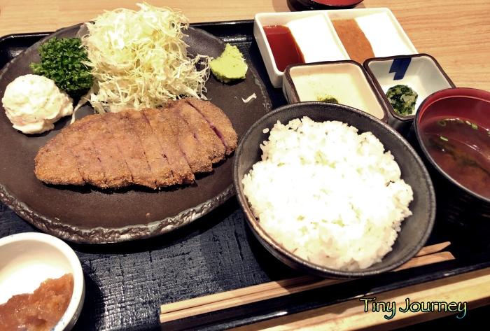 浅草牛カツの定食