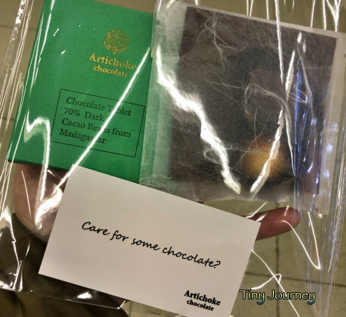 パッケージ入りの板チョコとフレーバーショコラ