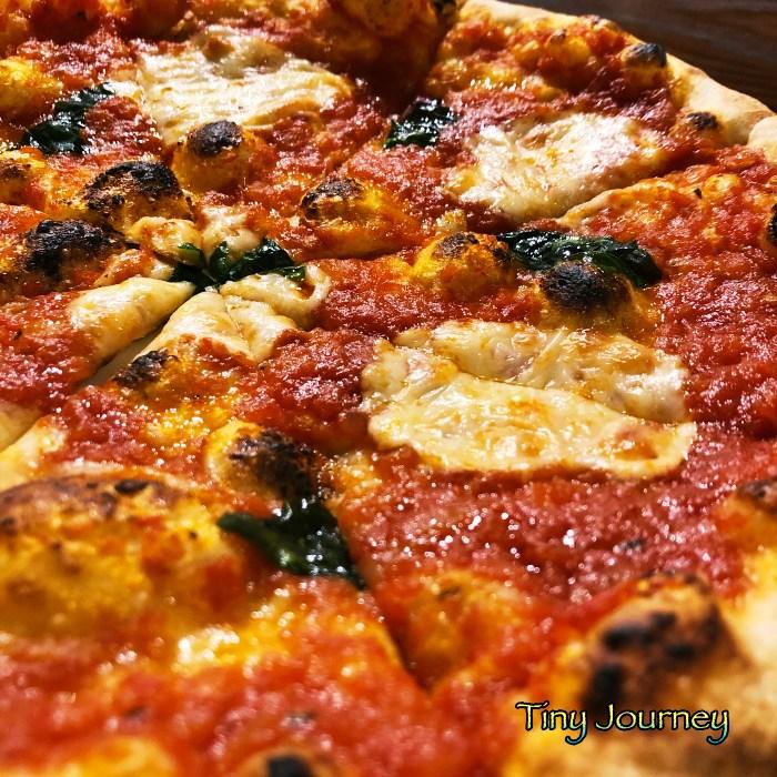 マルゲリータピザのアップ