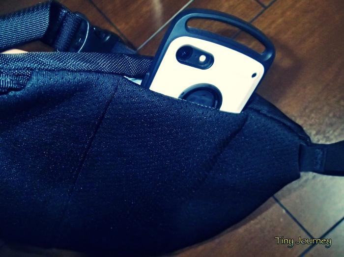 スマートフォンがすっぽり入るMAKA2の隠しポケット