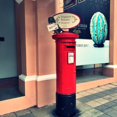 シンガポールの切手博物館前のポスト