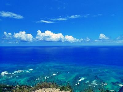 ダイヤモンドヘッドから見た真っ青な空と海