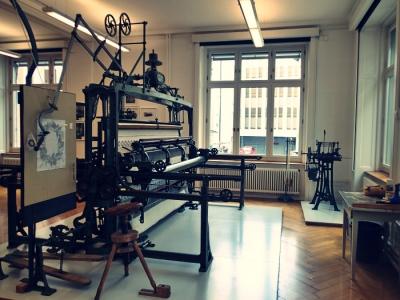 テキスタイル美術館の刺繍機械