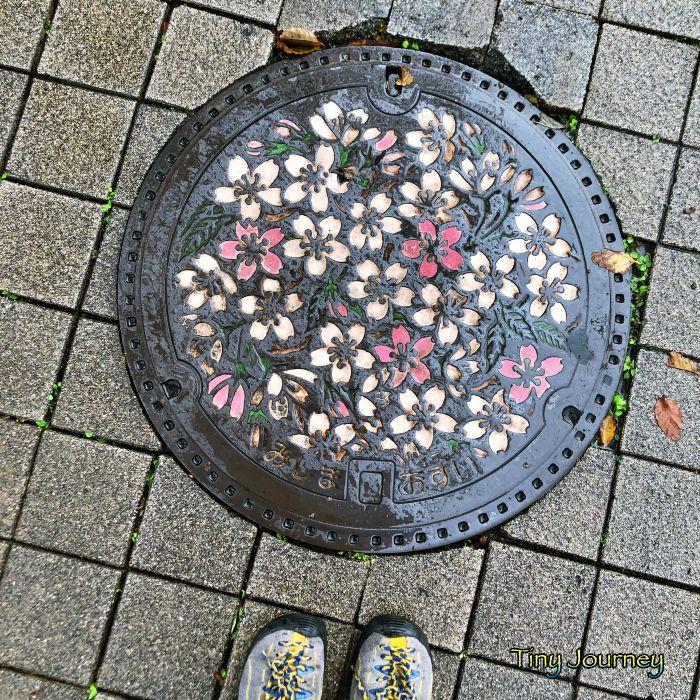 桜柄のマンホール
