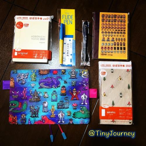 購入した手帳カバーや手帳本体とオマケのシールとペン