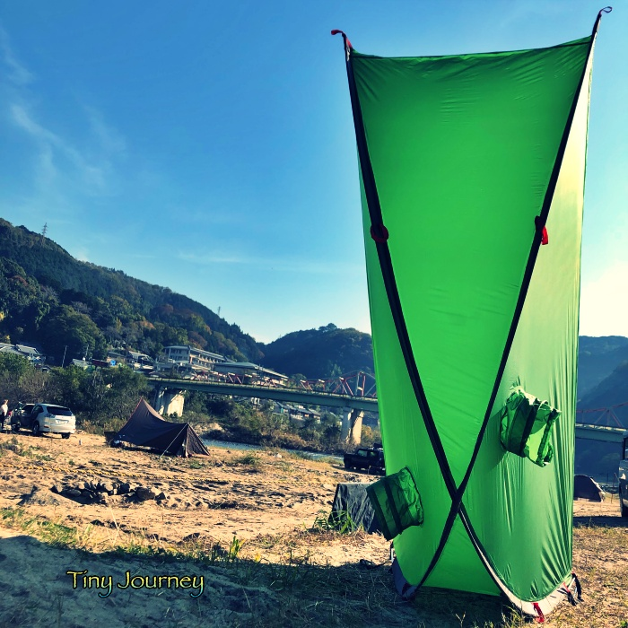 乾かすために立てられた簡易テント