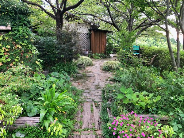 ラッキーガーデン桜エリアの庭と外の席