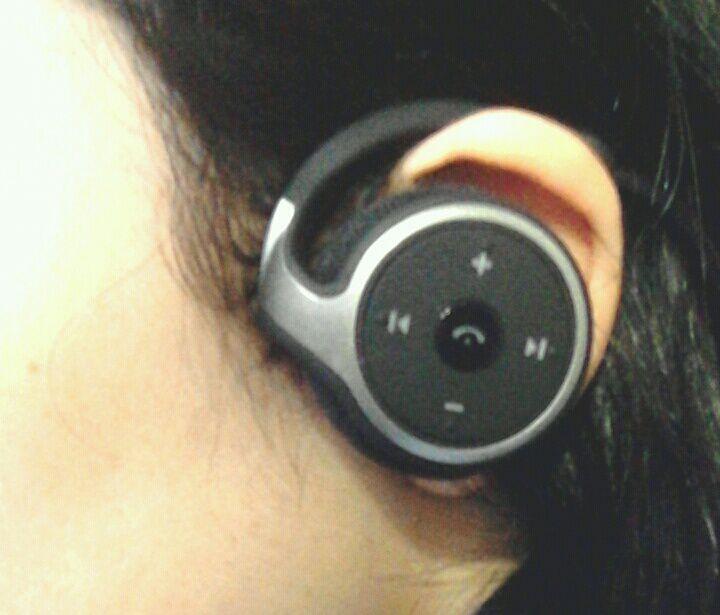 Dylan Bluetooth イヤホン CVC 6.0ノイズキャンセル機能搭載 高音質 ランニング仕様 耐水 イヤホン bluetooth ワイヤレス イヤホン bluetooth ヘッドホン ヘッドセット イヤフォン ヘッドフォン (ブラック)装着画像