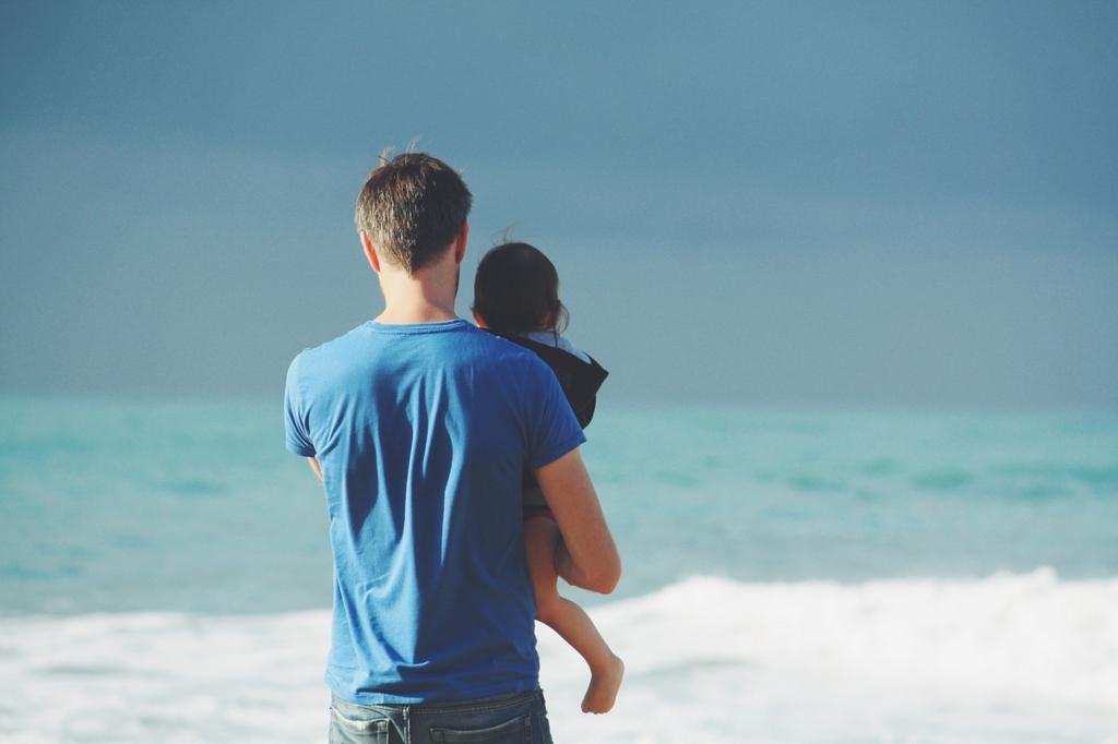 父と子と海