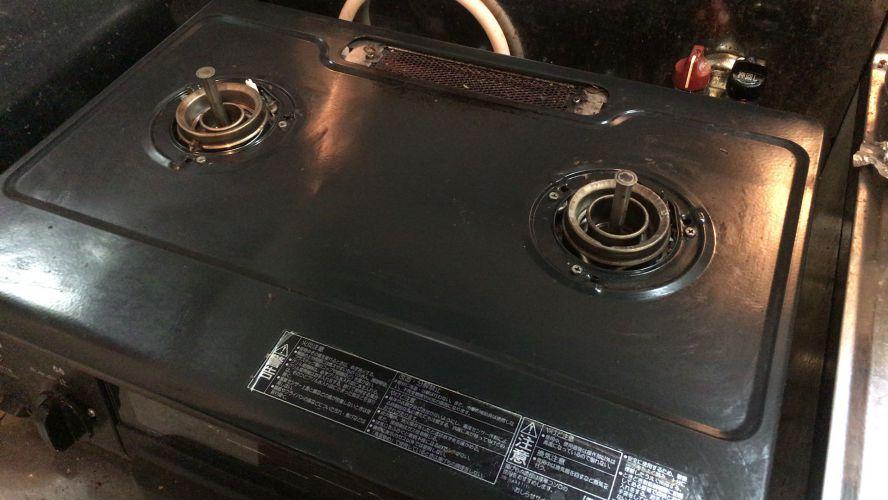 油でギトギトのコンロ ごとく、バーナーキャップを外した状態