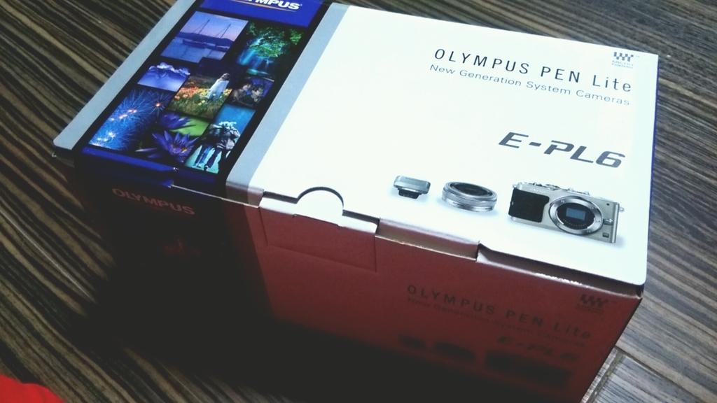 OLYMPUS ミラーレス一眼 PEN Lite E-PL6パッケージ