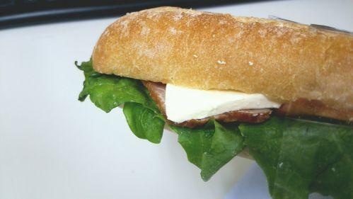 セブンイレブン『カスクート(ベーコン&クリームチーズ)』