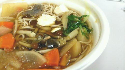セブンイレブン『きのこと野菜のけんちん蕎麦』