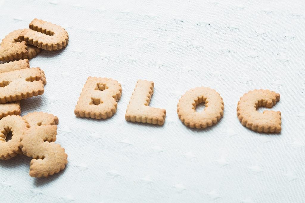 クッキーで書かれたBLOG文字