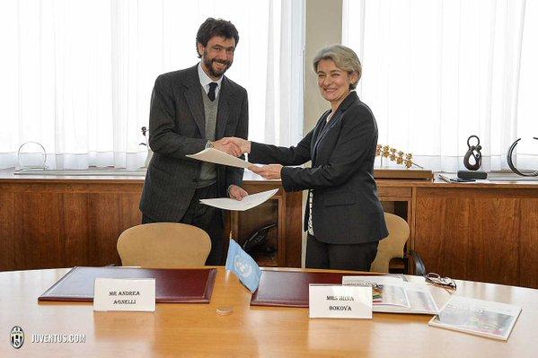画像:アニェッリ会長とボコバ・ユネスコ事務局