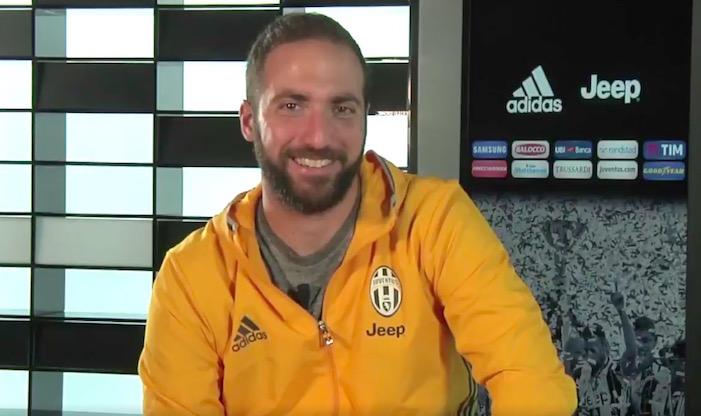 画像:JTVでファンからの質問に答えたイグアイン