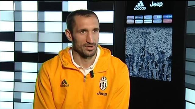 画像:メディアセットからのインタビューに応じたキエッリーニ