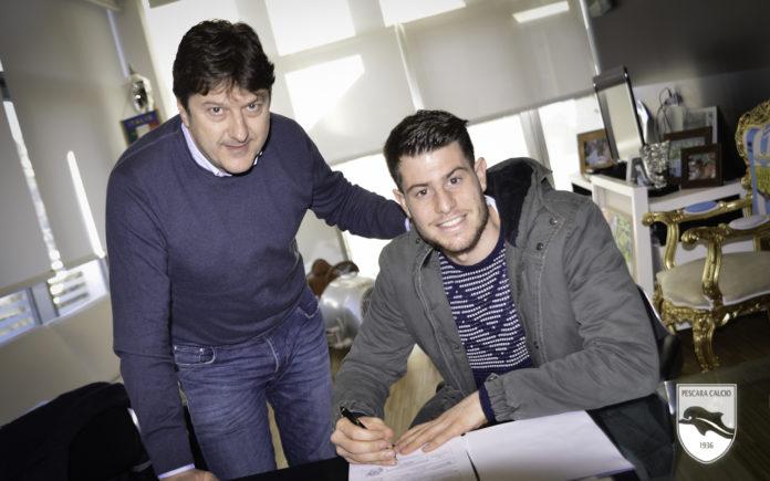 画像:ペスカーラ加入が発表されたチェッリ(写真:右)