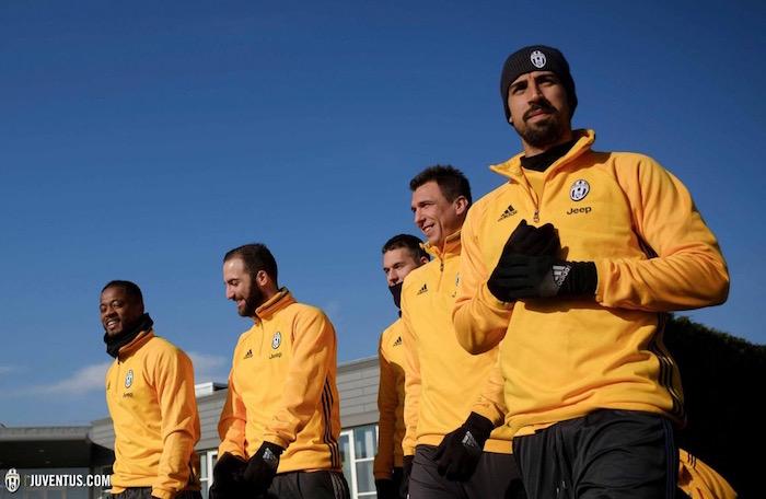 画像:ラツィオ戦に向けたトレーニングを行う選手たち