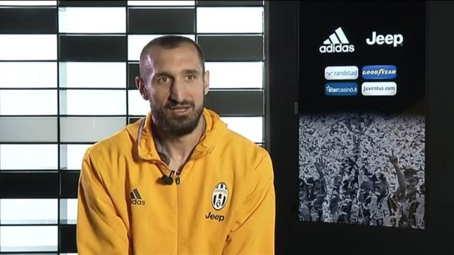 画像:メディアセットのインタビューに応じたキエッリーニ