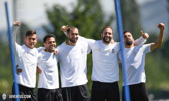 画像:モナコ戦に向けて調整する選手たち