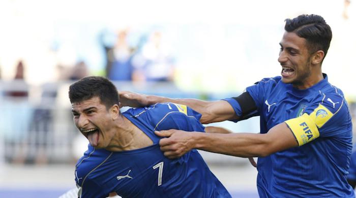 画像:U-20 W杯でマンドラゴラからの祝福を受けるオルソリーニ