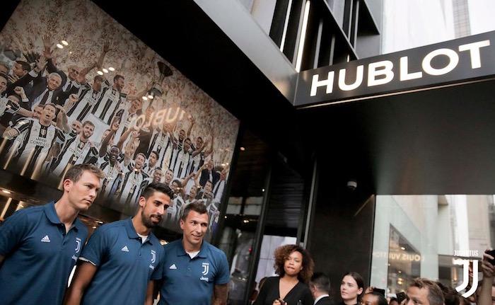 画像:ウブロ社を訪問したユベントスの選手たち