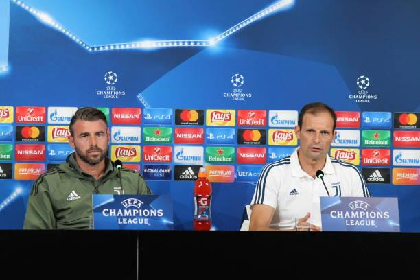 画像:前日会見に出席したアッレグリ監督とバルザーリ選手