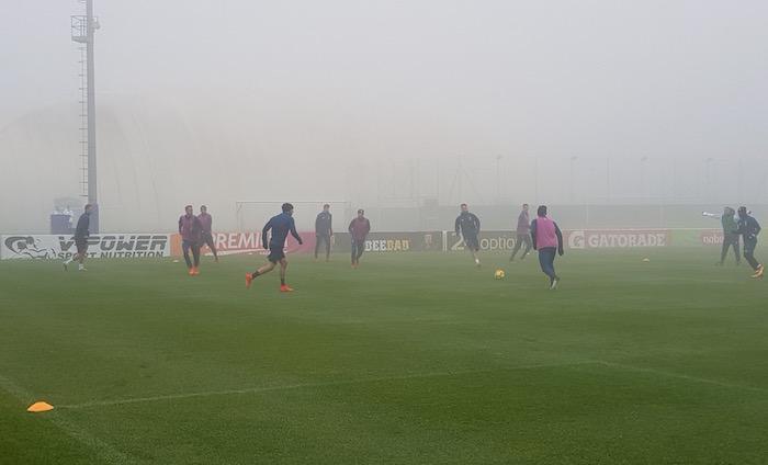 画像:濃霧のビノーボでトレーニングを行う選手たち