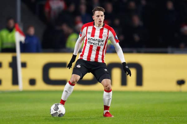 画像:PSVでプレーするサンティアゴ・アリアス